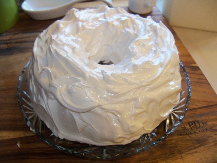 red velvet cake with fluffy white frosting recipes dishmaps red velvet ...