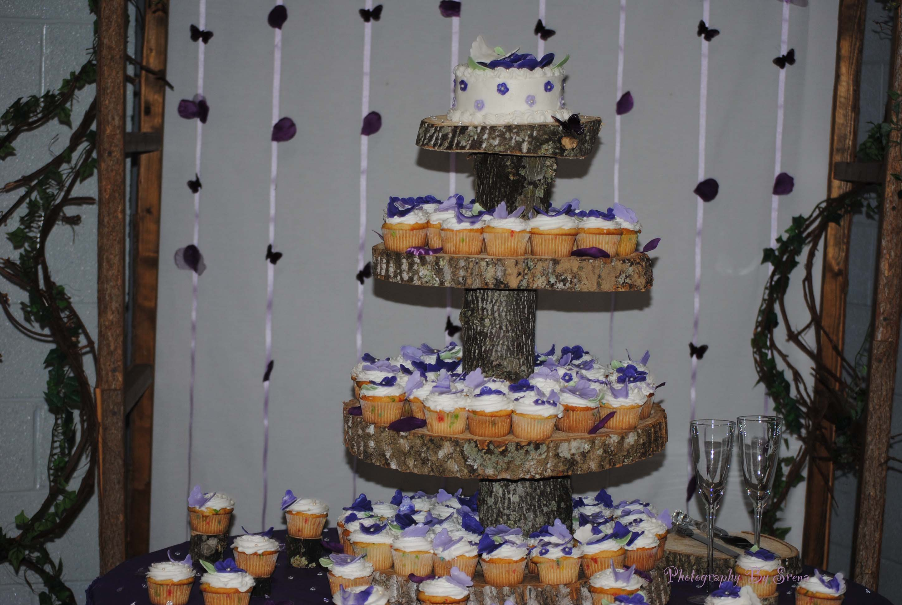 HOMEMADE TREE BARK CUPCAKE STAND FOR WEDDING