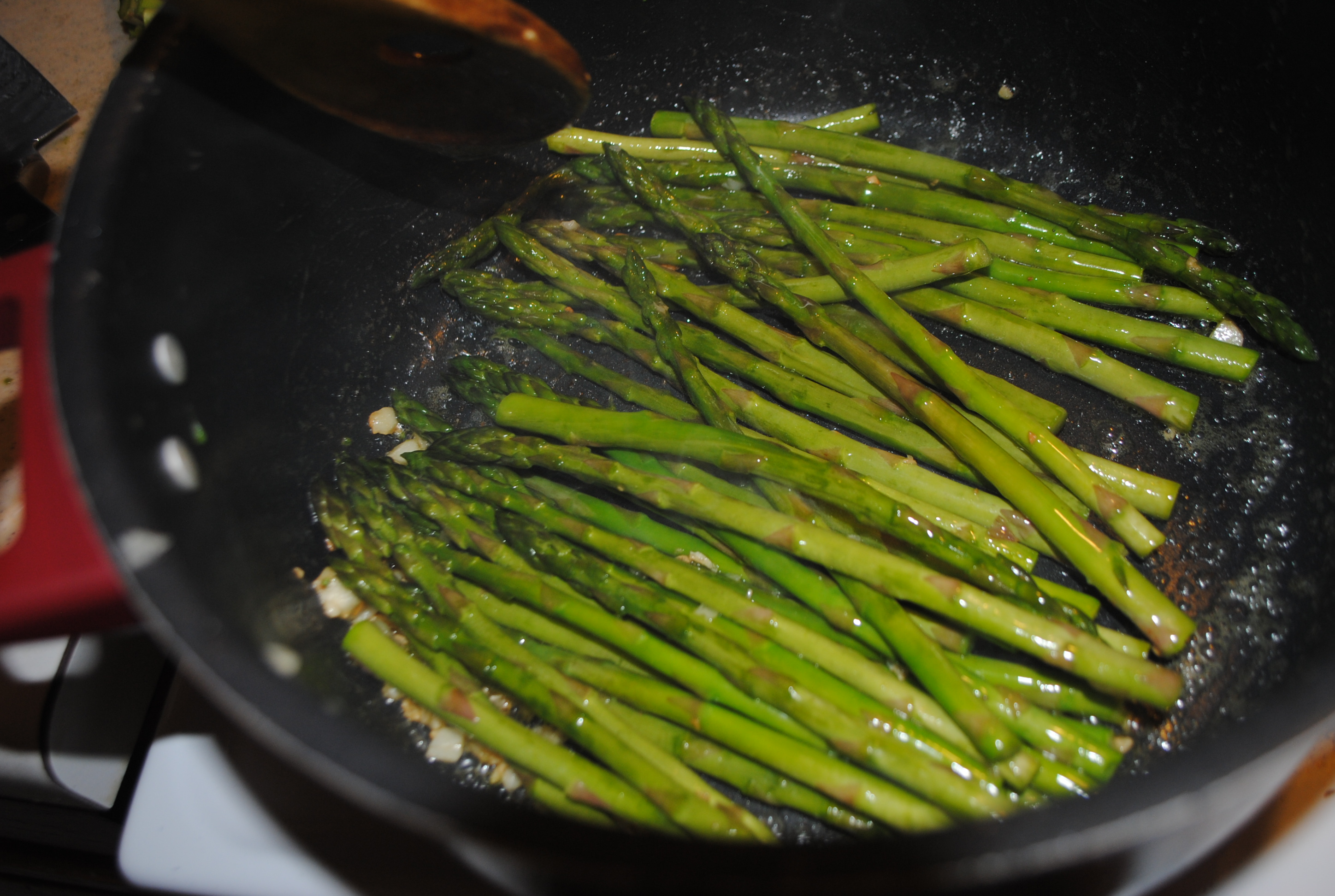 GARLIC FRIED ASPARAGUS SPEARS