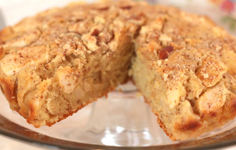 Amish apple cake recipes besto blog for Best ever apple cake country living